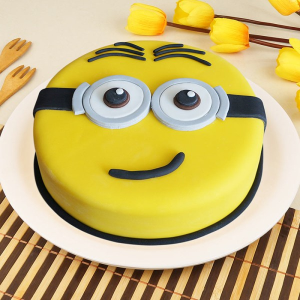Minion New Year Cake