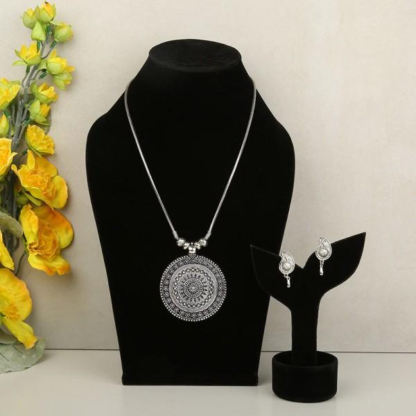 jewellery for sister on Raksha Bandhan