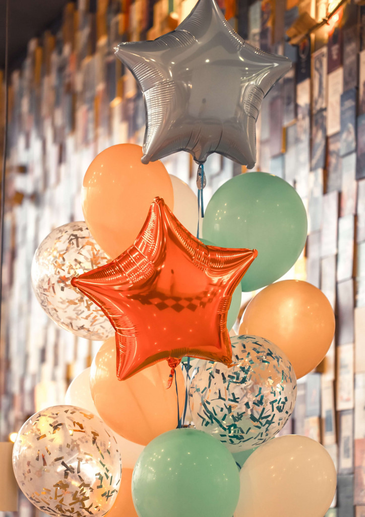 decorate office with ballons on boss day