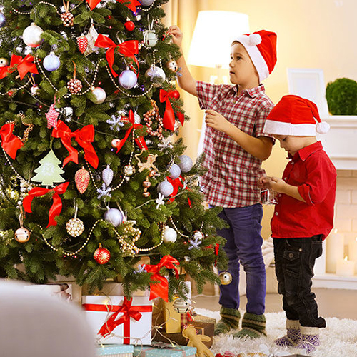 Decorate the Christmas Tree