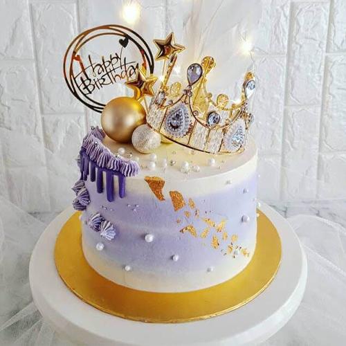The Queen Cake