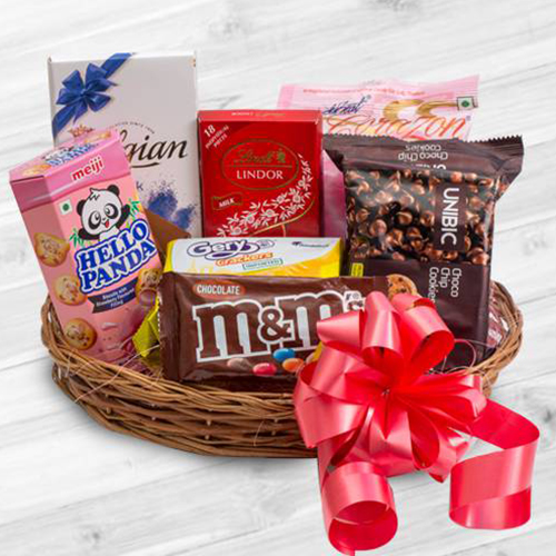 Karwa Hamper With Delectable Sweets And Chocolate
