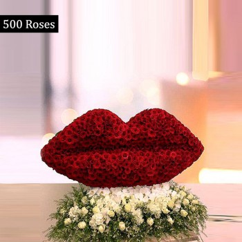 500 Red Roses Arrangment in the Shape of Lips