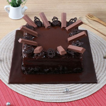 One Kg Chocolate Kitkat Square Cake