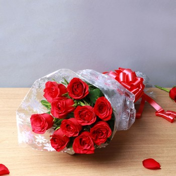 10 Red Roses in Cellophane Packing