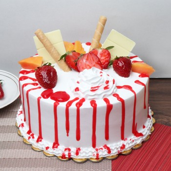 1 Kg Pineapple Fruit Cake (Topped with strawberries,white chocolate flakes,papaya)