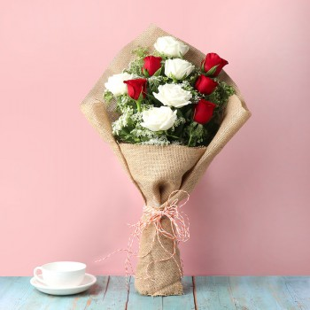 10 Mixed Roses (5 Red and 5 white) in Jute Packing