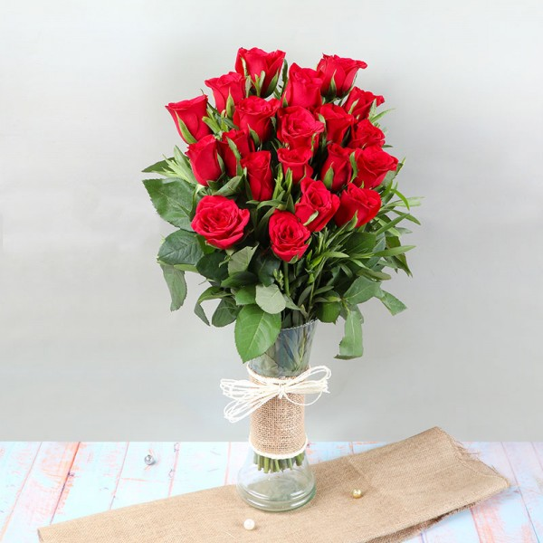 20 Red Roses in a Glass Vase