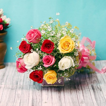 10 Mixed Roses Bunch in Cellophane Packing