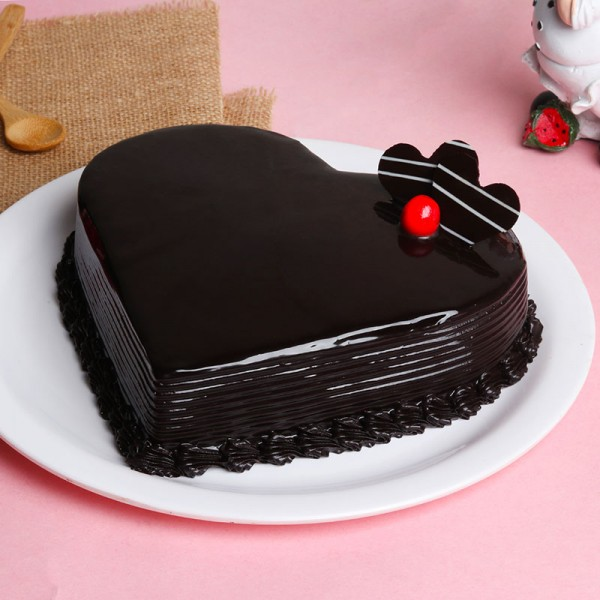 Half Kg Heart Shape Chocolate Cream Cake