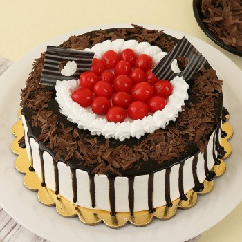 Half Kg Blackforest Cake Topped with Cherries