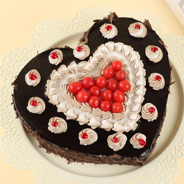 Half Kg Heart Shaped Black Forest Cake