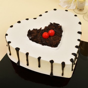 1 Kg Heart Shaped Black Forest Cake