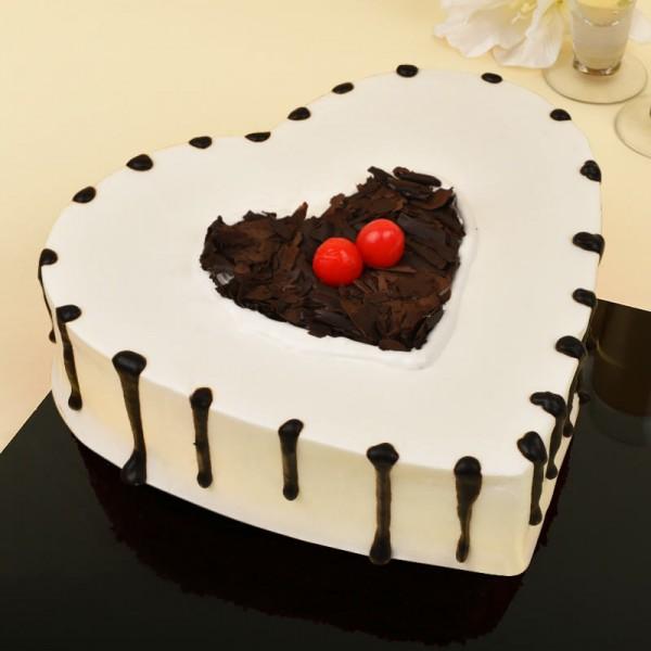 1 Kg Heart Shaped Black Forest Cake