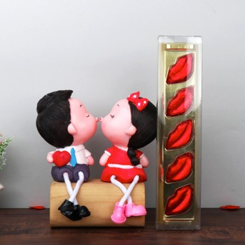 Kissing Couple Doll Set with 5 Pcs Lips Shape Homemade Chocolate