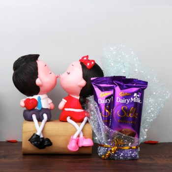 Kissing Couple Doll Set with Dairy Milk Silk Chocolate