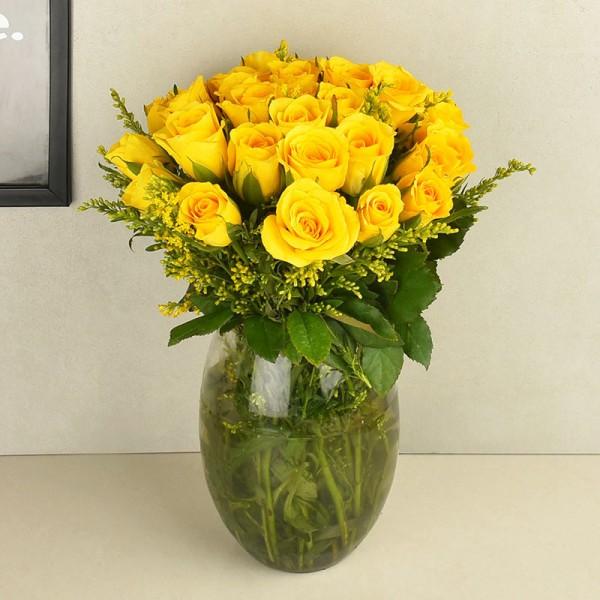 20 Roses in Glass Vase