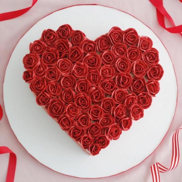 One Kg Heart Shape Rose Design Chocolate Fondant Cake