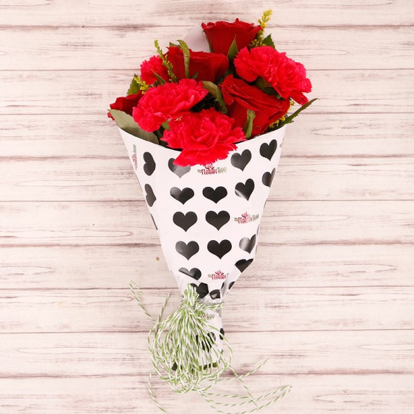 4 Red Roses and 4 Red Carnation Paper Packing Bouquet