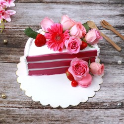 One Kg Half Shape Strawberry Cake decorated with Original Pink Flowers ( 7 Pink Roses and 1 Gerberas)