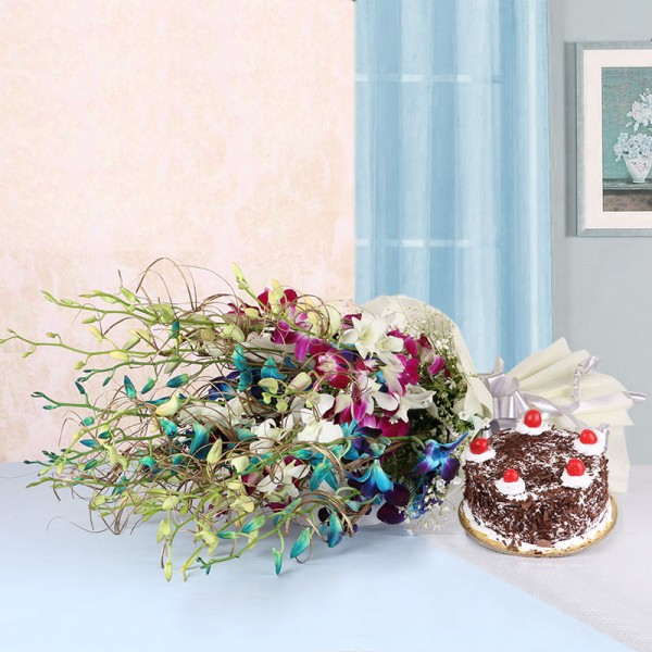 6 Assorted Orchids in White paper packing with Black Forest Cake (Half Kg)