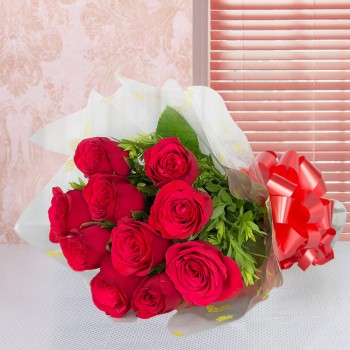 10 Red Roses wrapped in cellophane