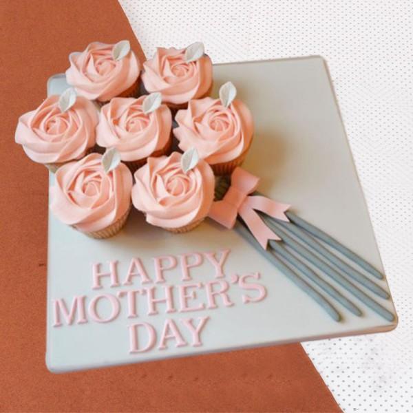 7 Mothers Day Fondant Vanilla Cupcakes