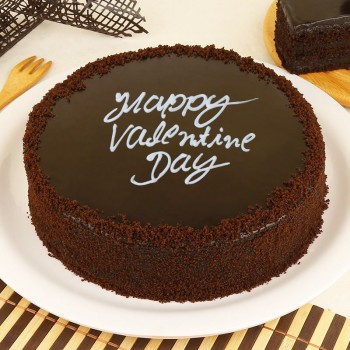 Half Kg Round Chocolate Truffle Cake for Valentines Day