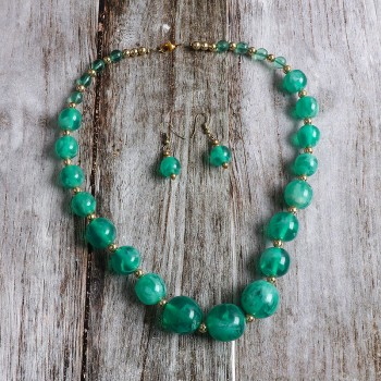 One Green Pearl Necklace Set