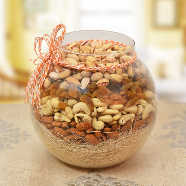 A Round Glass Vase containing Almonds (250 gms), Raisin (250 gms), Cashews Nuts (250 gms), Pista (250 gms)