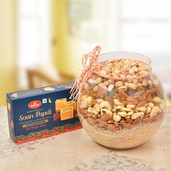 A Round Glass Vase containing Almonds (250 gms), Raisin (250 gms), Cashews Nuts (250 gms), Pista (250 gms) with Haldiram's Soan Papdi (250gms)