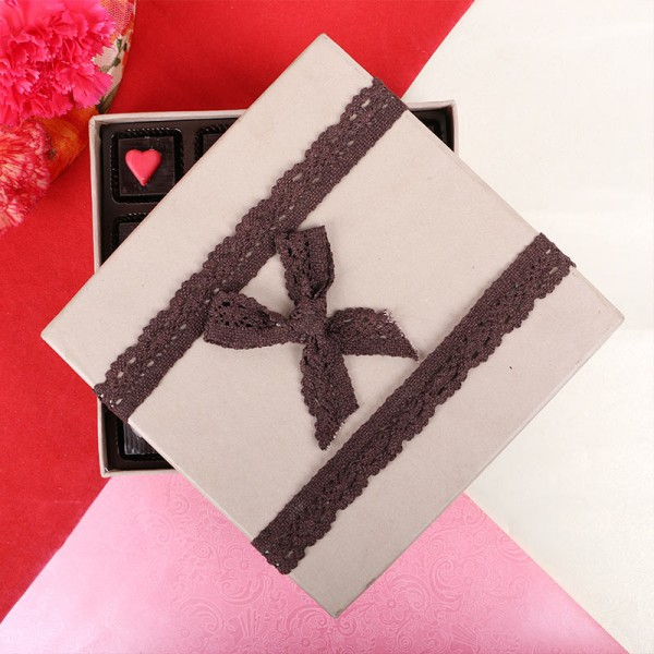 """16 Assorted """" i love you"""" chocolates decorated with heart"""
