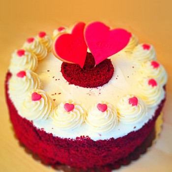Half Kg Red Velvet Designer Cream Cake