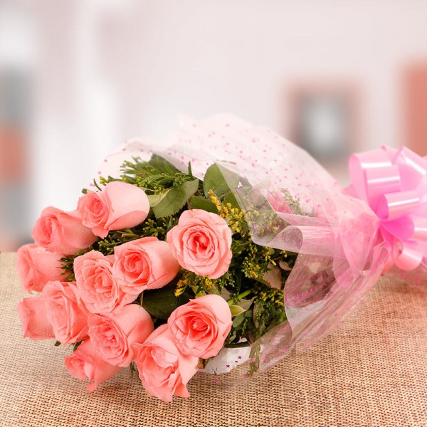 10 Pink Roses in Cellophane Packing