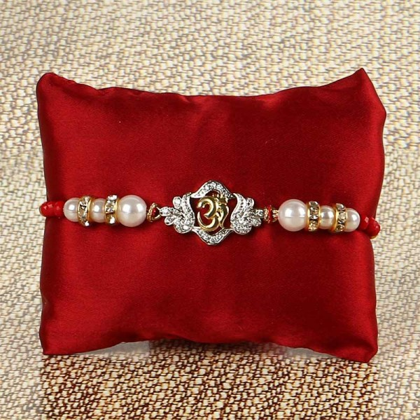 Om in Pearls