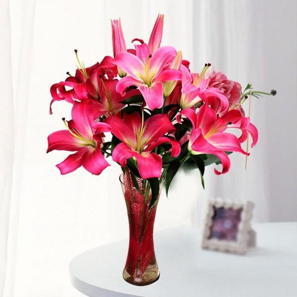 5 Dark Pink Oriental Lilies in Round Glass Vase