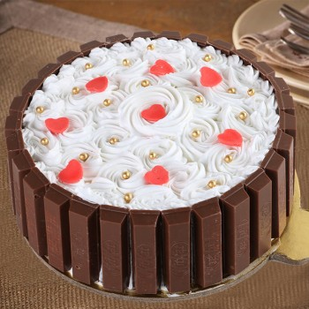 Half Kg KitKat Beauty Vanilla Chocolate Cream Cake