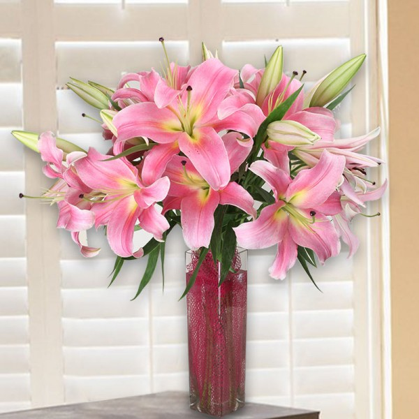 10 Light Pink Oriental Lilies in Square Glass Vase