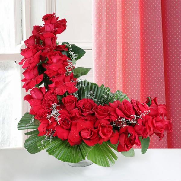 floral arrangement of 25 Red Roses in glass vase