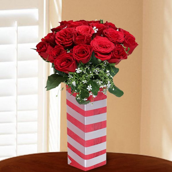 15 Red Roses in Square Glass Vase