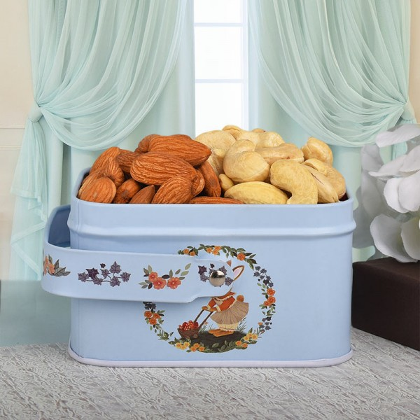 Gift Box with Almond and Cashew Nut