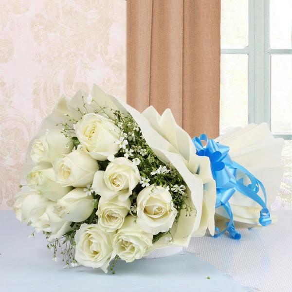 12 White Roses in White Paper