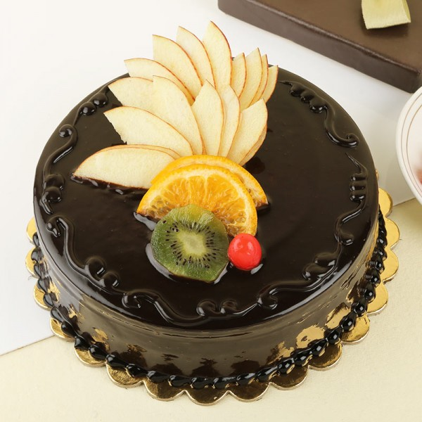 Half Kg Chocolate Cream Cake decorated with Fresh Fruits at the top
