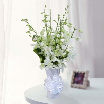 10 White Orchids in 1 Glass Vase