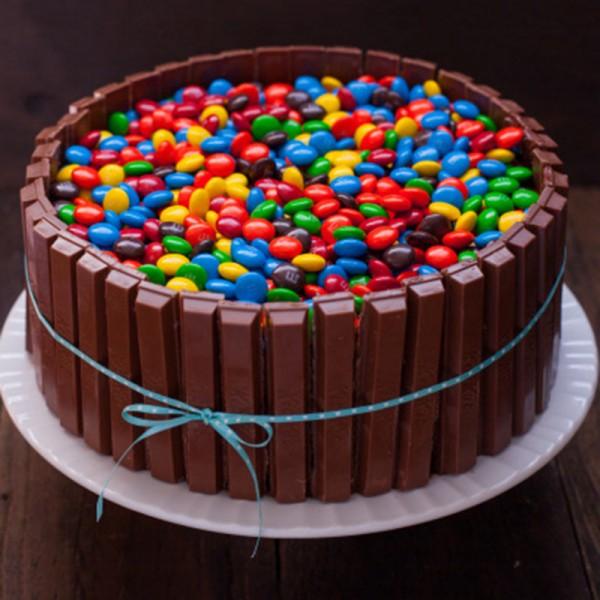 One Kg Kitkat Gems Chocolate Cream Cake