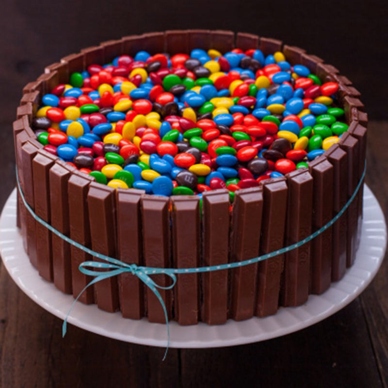 Pictures Of Chocolate Cake With Kitkat