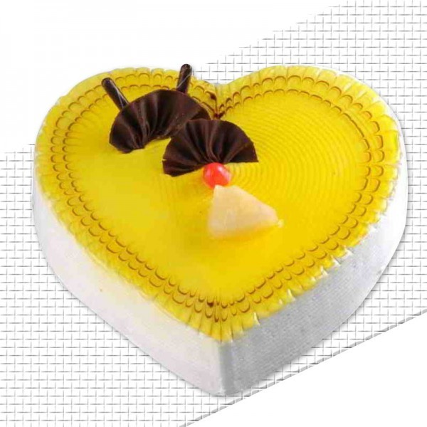 Half Kg Heart Shape Pineapple Cream Cake