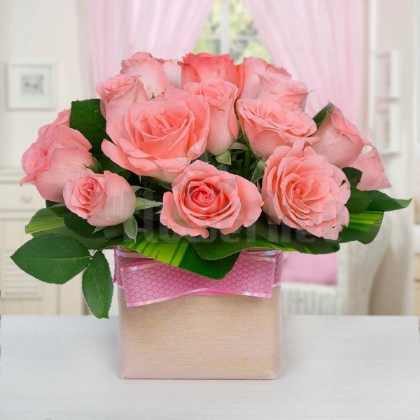 15 Pink Roses in a Glass Vase
