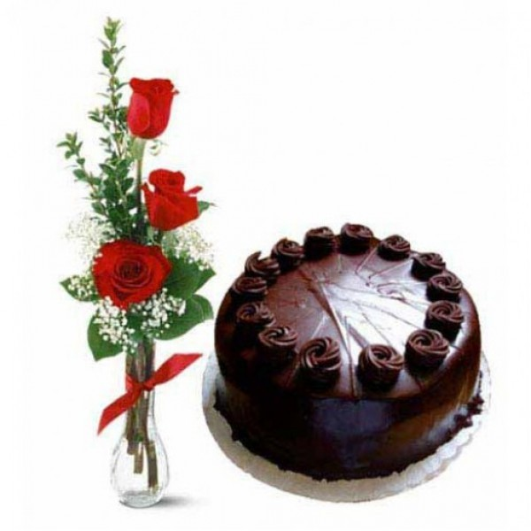 Arrangement of 3 Red Roses in a Glass Vase with Half Kg Dark Chocolate Cake