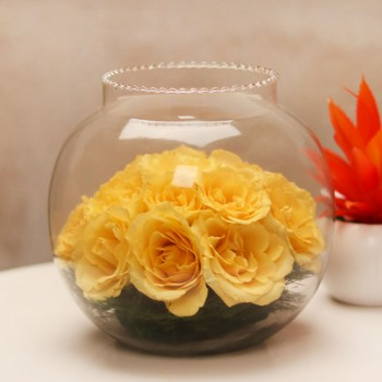 One Fish Bowl Glass Vase with 15 Yellow Roses